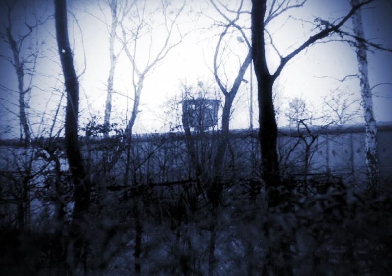 Mauer mit Grenzturm