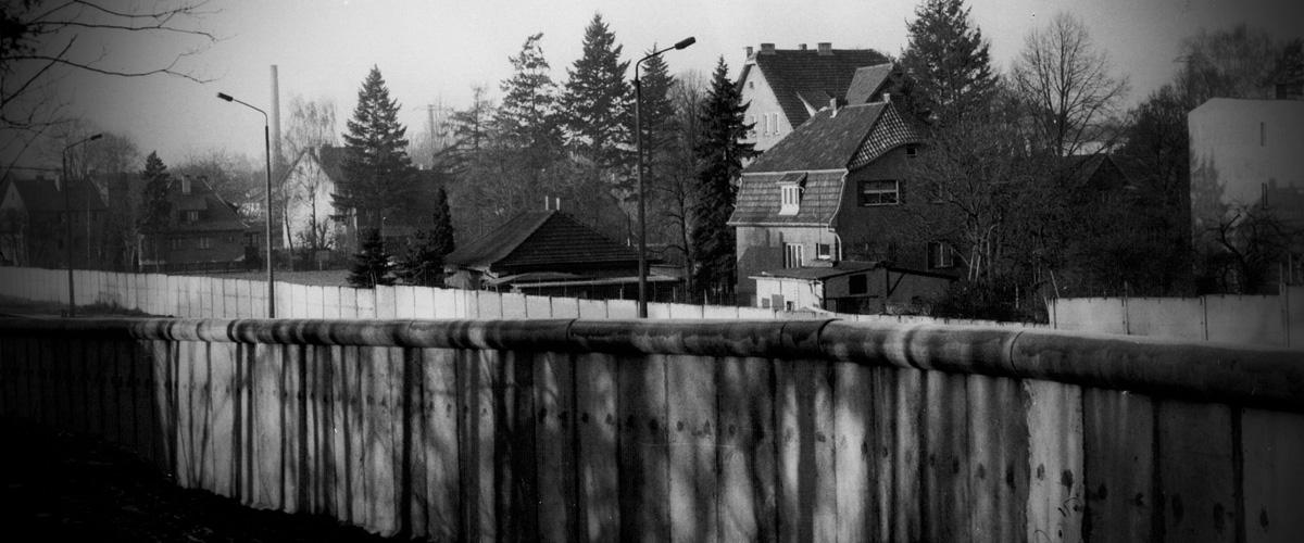 Mauer am Bahndamm Hohen Neuendorf